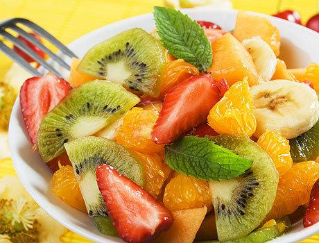 Салаты из овощей и фруктов в