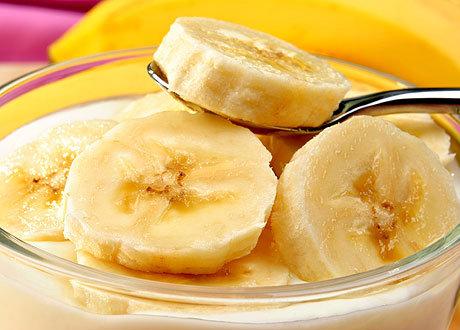 Вместо хуя банан дрочат душе