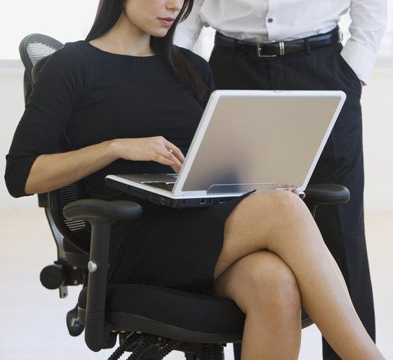 Секс с длинноногой секретаршей в офисе