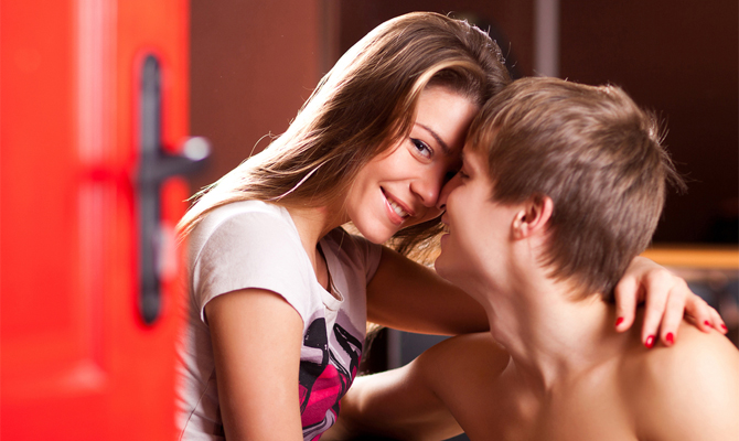 первый секс подростков видео