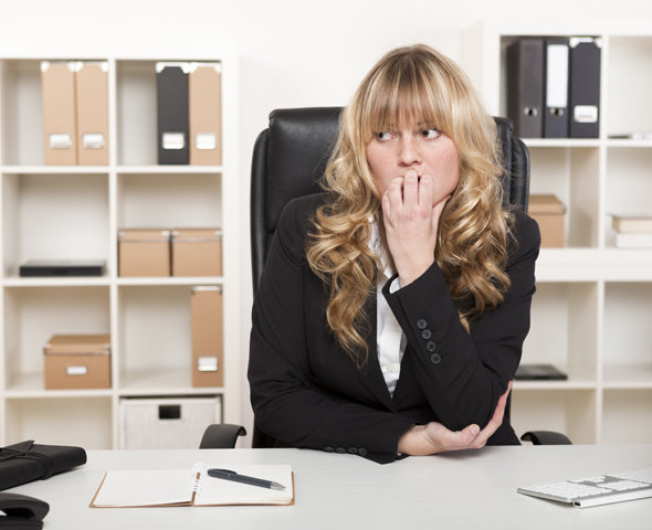 секретарша просит босса не увольнять ее видео