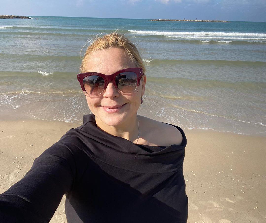 Похудевшая Ирина Пегова в стильном спортивном костюме похвасталась  стройными ногами | Passion.ru