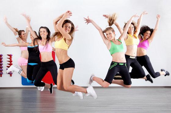 horeografiya-devushka-masturbiruet-v-zale