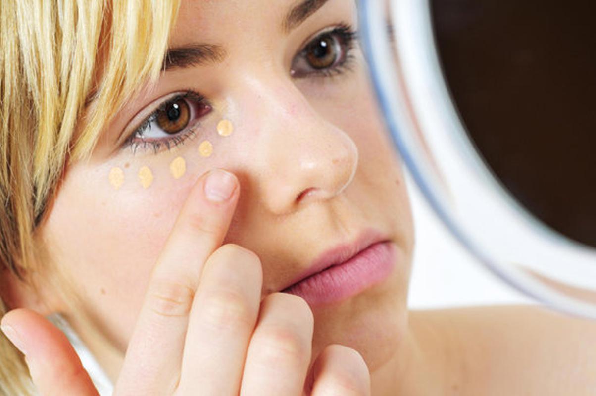 Крем от синяков под глазами: как выбрать правильный