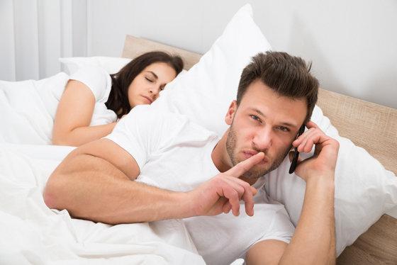 Смотреть как мужыки изменяют девушкам