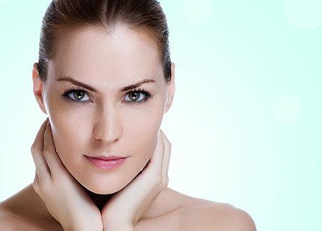 Как отбелить кожу лица народными средствами без помощи косметолога