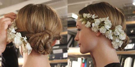 Свадебные прически на средние волосы — прическа невесты на свадьбу ... | 229x460