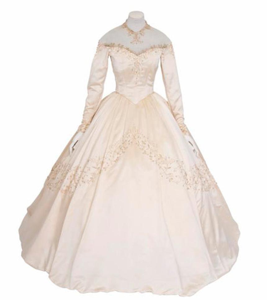 Смотреть Первое свадебное платье Элизабет Тейлор уйдет с аукциона видео
