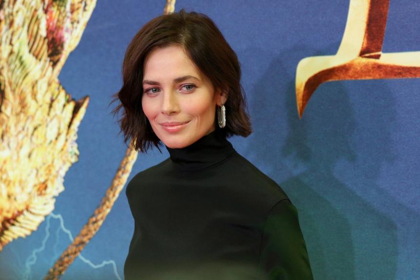 Отряд бледнокожих: какие российские актрисы избегают загара и почему